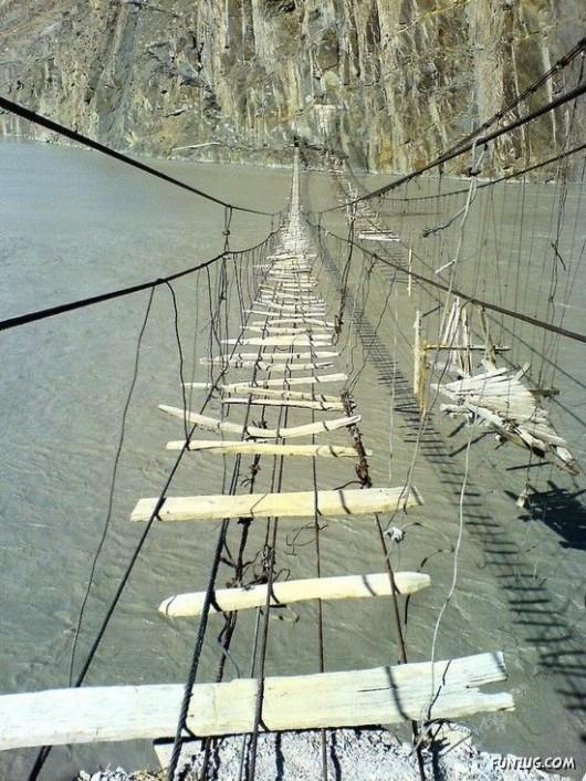 صور الجسر الأخطر في العالم 187972953.jpg