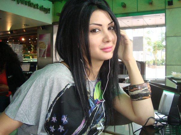 صور الفنانة السورية دانا جبر 852942314