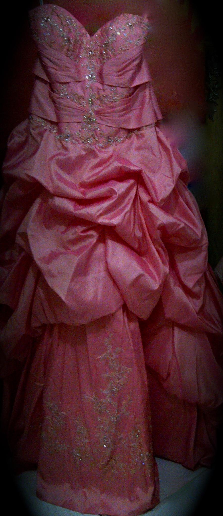 فستان مميز للايجار للجادات 690376742.jpg