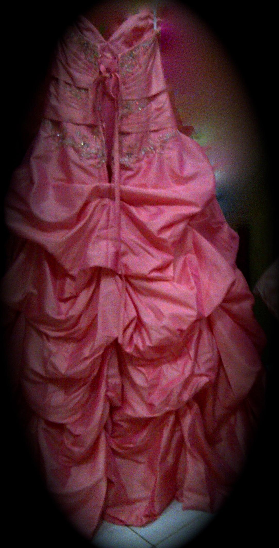 فستان مميز للايجار للجادات 700238616.jpg