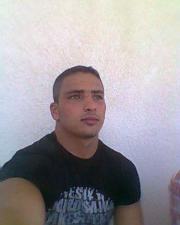 طرد عمرو موسى من مصطفى محمود عقب صلاة الجنازة على شهداء بورسعيد.. 761474639