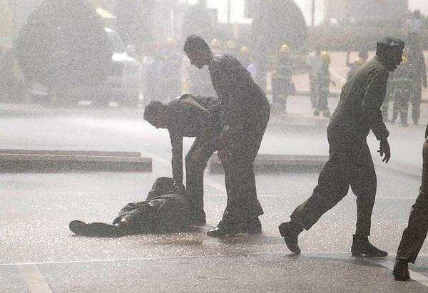 لحظات سقوط الدفاع المدني عبدالعزيز