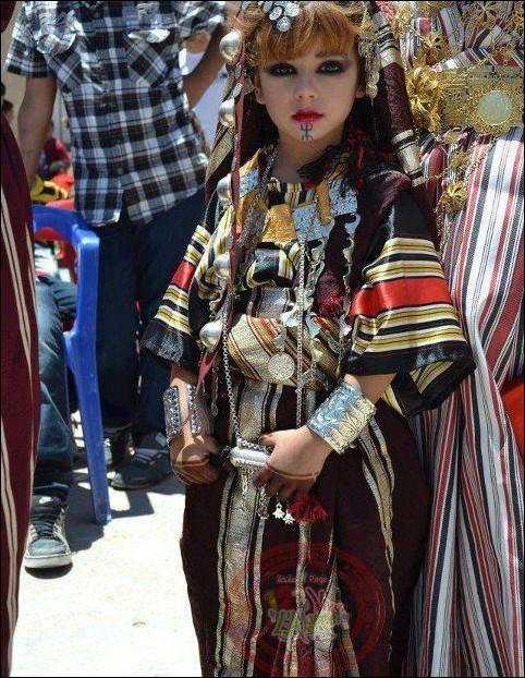 اطفال باللباس التقليدي الجزائري 283975561.jpg