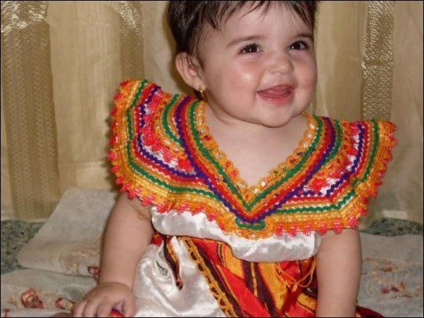 اطفال باللباس التقليدي الجزائري 464683508.jpg