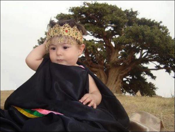 اطفال باللباس التقليدي الجزائري 632223914.jpg