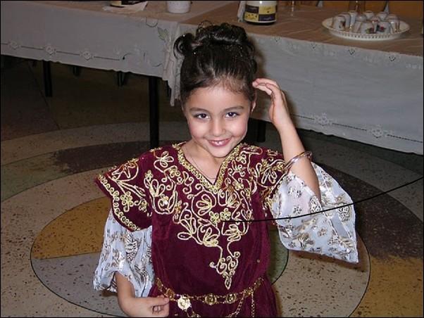 اطفال باللباس التقليدي الجزائري 690596575.jpg