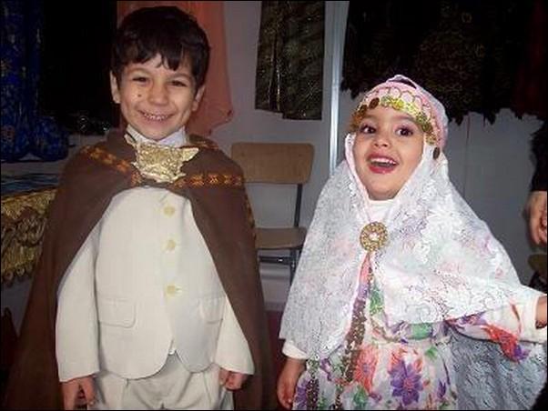اطفال باللباس التقليدي الجزائري 701616977.jpg