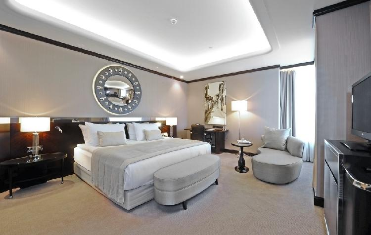 Crwone Plaza Hotel 305403975
