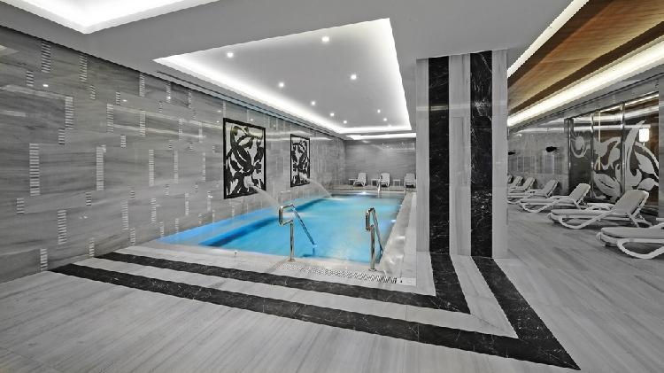 Crwone Plaza Hotel 328016177