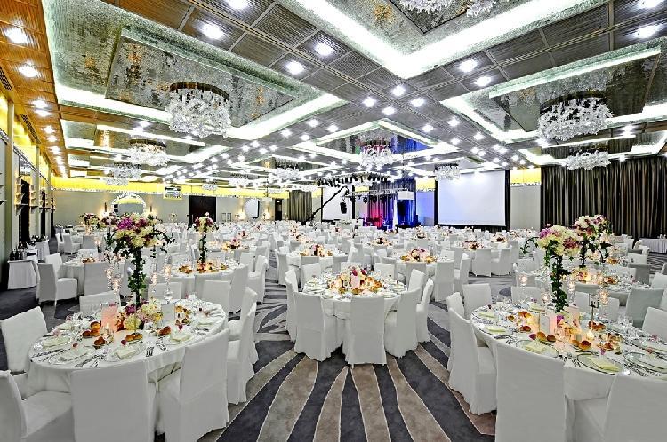 Crwone Plaza Hotel 984715302