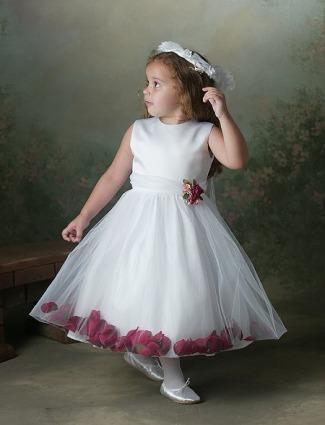 فساتين زفاف من Fashion Forwardفساتين زفاف أوسكار دي لا رنتا
