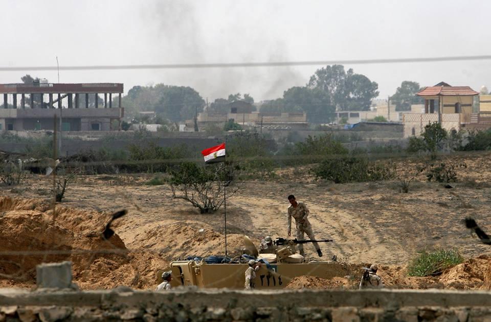 عالمي بالصور الجيش المصري يبدأ بإقامة المنطقة العازلة 200471811.jpg