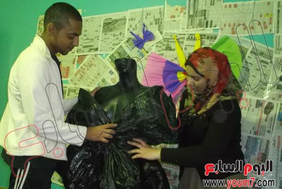 فستان مصنوع أكياس القمامة