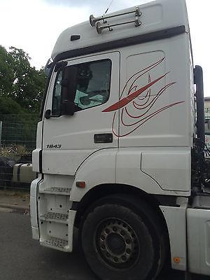 لدينا للبيع شاحنه مرسيدس أكسور