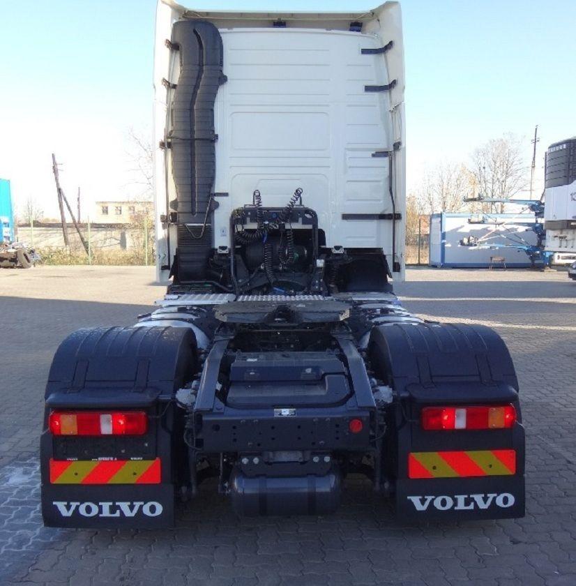 لدينا للبيع شاحنة فولفو موديل