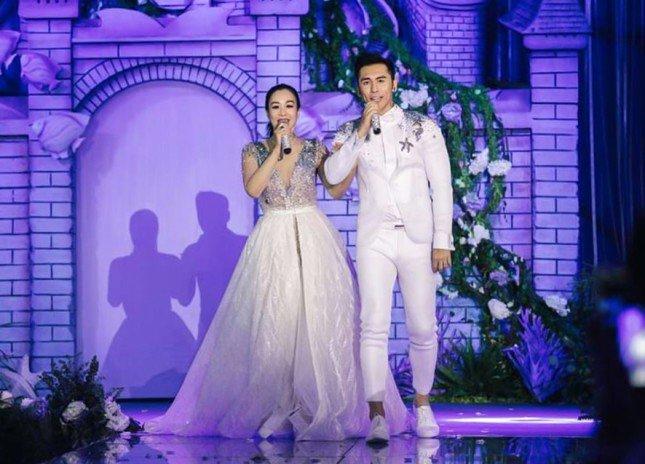 تعرفي على العروس التي ارتدت 4 فساتين زفاف 2017 938430413.jpg