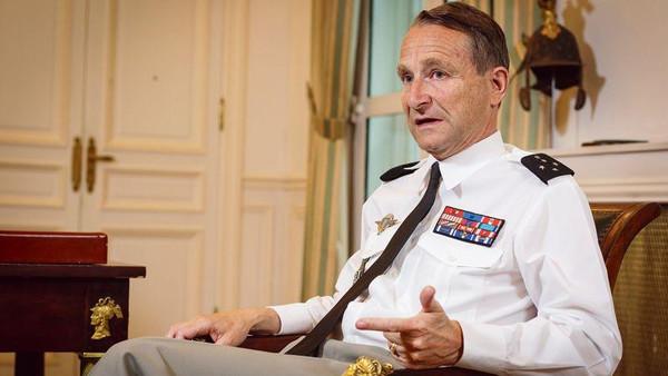 قائد القوات المسلحة الفرنسية يستقيل من منصبه بعد خلاف حاد مع الرئيس إيمانويل ماكرون