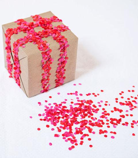 مبتكرة لتغليف الهدايا لتكون هديتك 885601312.jpg