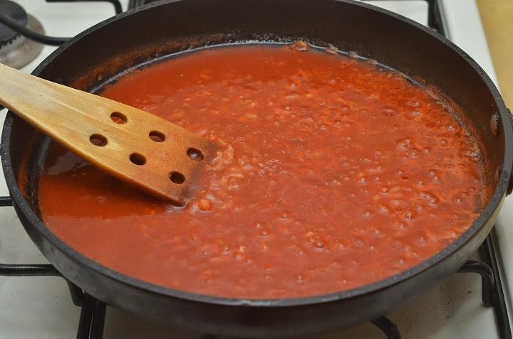 طريقة عمل الدجاج بصوص الطماطم الحار 2018 505591721.jpg
